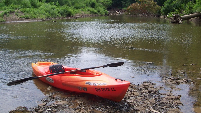 kayak-on-bank